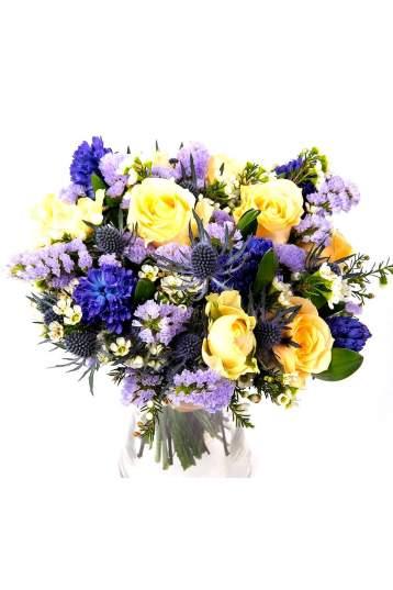 Gelsvų ir mėlynų spalvų gėlių puokštė