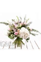 Šviesių spalvų gėlių puokštė su hortenzijomis