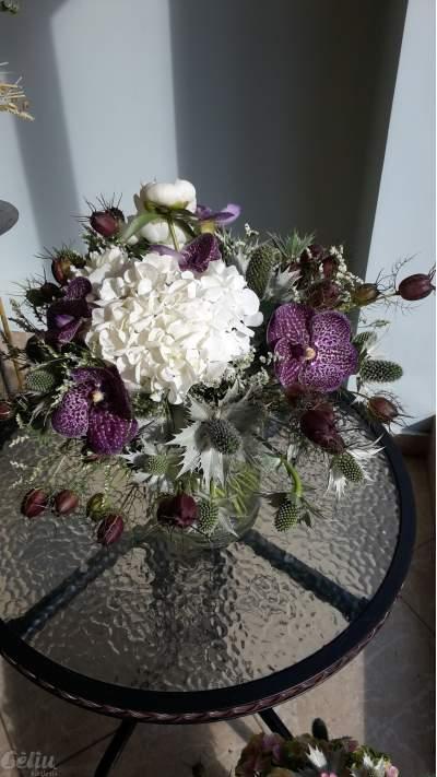 "Puokštė su orchidejom ""Vanda"", nigelomis, zunda ir hortenzija"