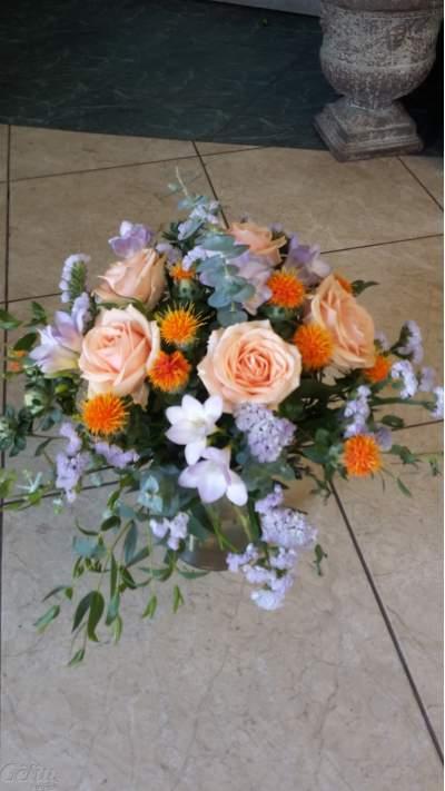 Skintų gėlių puokštė