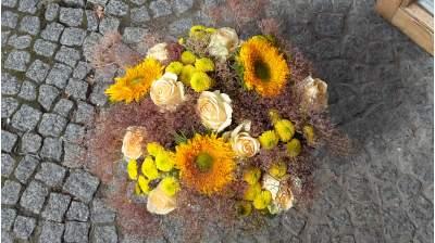 Gėlių puokštė su valerijono žiedais