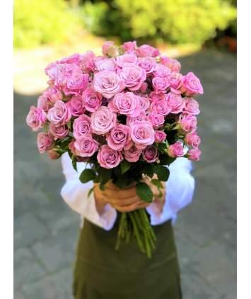 Alyvinių smulkiažiedžių rožių puokštė