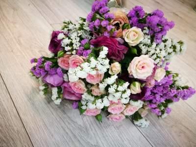 Gėlių puokštė su vėdrynais