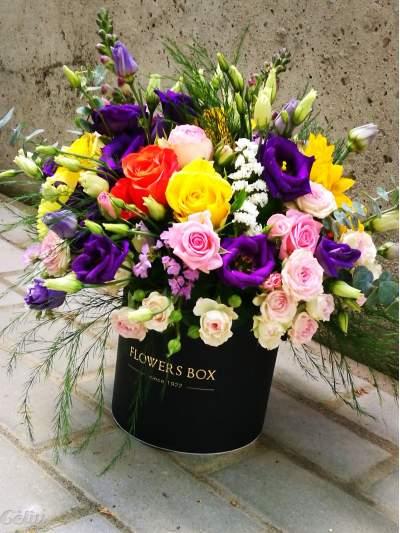 Juoda gėlių dėžutė