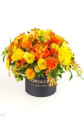 Oranžinių spalvų gėlių dėžutė