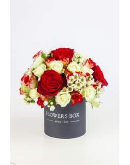 Gėlių dėžutė su rožėmis ir vaškagėlėmis