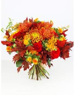 Rudeniška gėlių puokštė su ąžuolo lapais