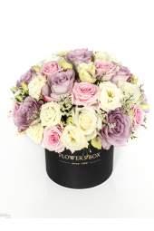 Vintažinių spalvų gėlės dėžutėje