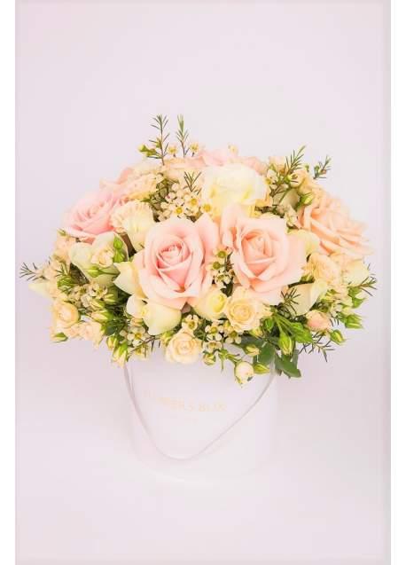 Švelnių, pastelinių spalvų gėlių dėžutė