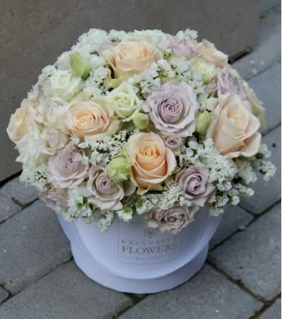 Pastelinių spalvų gėlių dėžutė