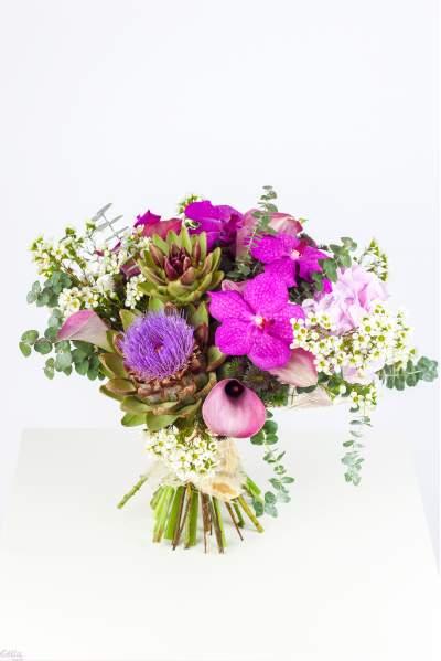 Gėlių puokštė su artišokais