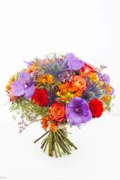 Ryškių spalvų gėlių puokštė su orchidejomis