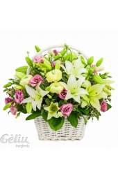 Gėlių krepšys su lelijom ir eustomom