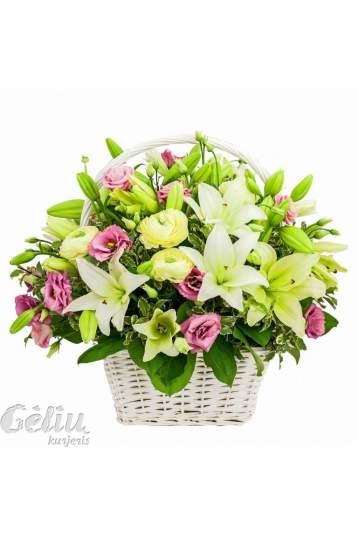 Gėlių krepšys su lelijomis ir eustomomis