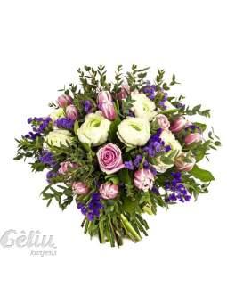 Pavasarinių gėlių puokštė su rožėmis ir eukaliptu