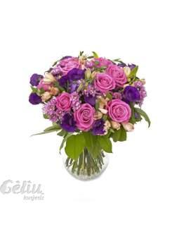 Violetinių ir rožinių spalvų puokštė