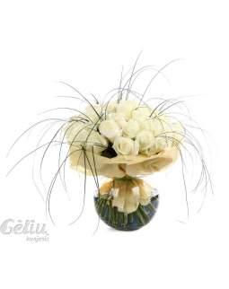 Baltų rožių puokštė
