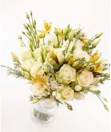 Šviesi pastelinė gėlių puokštė