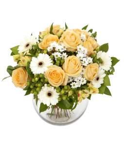 Puokštė su kreminėm/persikinėm rožėm