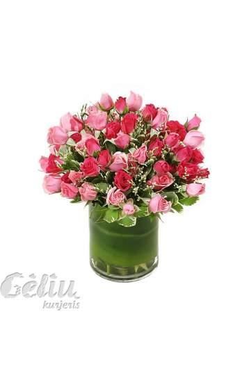 Smulkiažiedžių rožių kompozicija