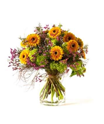 Puokštė su gerberomis ir kitomis smulkiomis gėlėmis