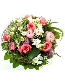 Rožinių spalvų pavasarinė gėlių puokštė