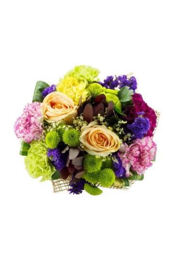 Įvariaspalvė gėlių puokštė su rožėm, gvazdikais ir santini