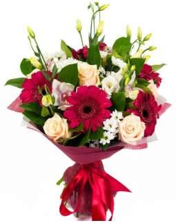 Konuso formos gėlių puokštė